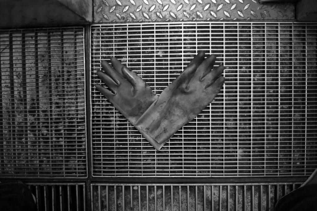 hands at fabrik